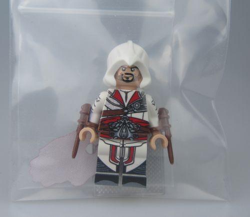 Ezio White LeyileBrick Custom Minifigure